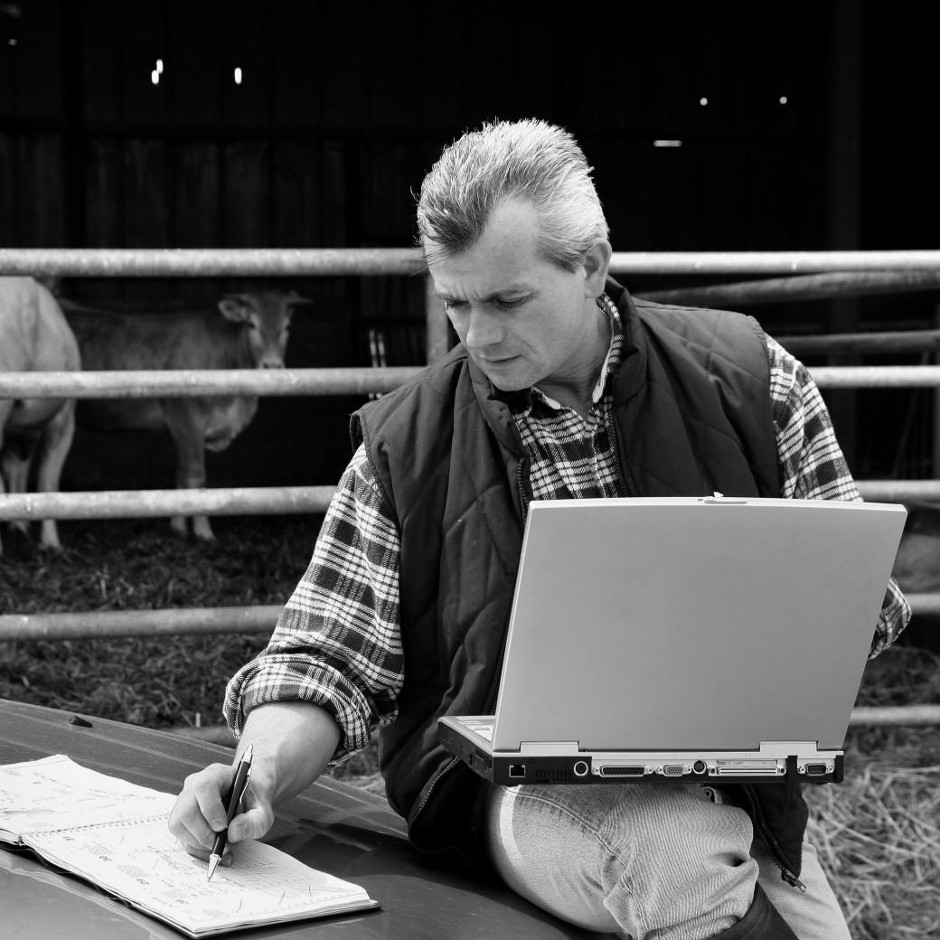 Zijn zelfrijdende landbouwmachines standaard meeverzekerd op de rubriek 'inventaris' van mijn agrarische pakketverzekering?
